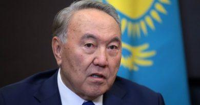 Нурсултан Назарбаев сложил полномочия президента и назвал преемника