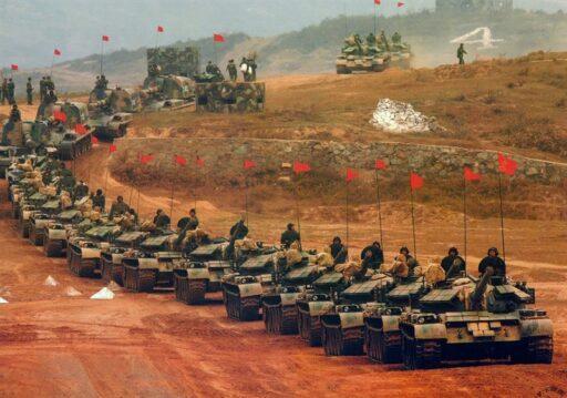 Союз России и Китая вернули США с небес на землю