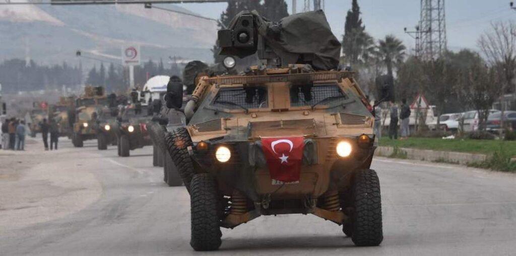 Турция отправила большой конвой бронетехники в сирийский Идлиб