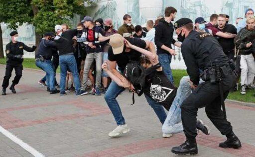 """Координаторы белорусских протестов используют """"гонконгскую схему"""" для передачи данных"""