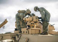 Глава Пентагона назвал цель передислокации войск к границам России