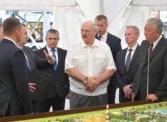 Лукашенко назвал россиян в числе тех, кто «перекрестится» в случае забастовок на предприятиях Беларуси