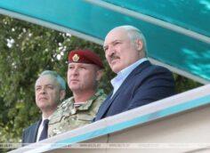 Против Белоруссии используют сценарий цветных революций — заявление Лукашенко на военном полигоне под Гродно (ФОТО)