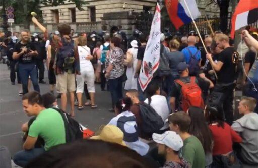 «Атака на демократию»: в Германии обсуждают протест, на котором скандировали фамилию президента России