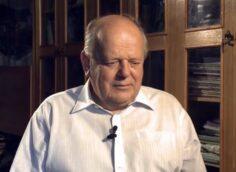 Шушкевич: надо лишить русский язык статуса государственного в Белоруссии