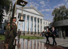 Отправился возлагать цветы не героям Великой Отечественной, а участникам «АТО»: о визите британского министра в Киев