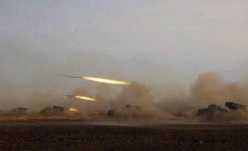 За считанные секунды плотным огнём РСЗО «Торнадо-Г» уничтожили более 15 бронеобъектов условного противника: кадры учений