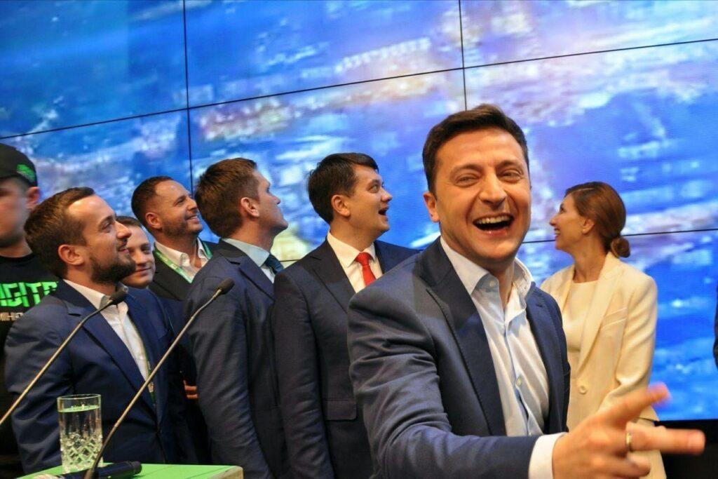https://alex-news.ru/zelenskiy-slugi-naroda-sorosyata-i-prochie-dumayut-chto-ih-nikto-ne-vidit/