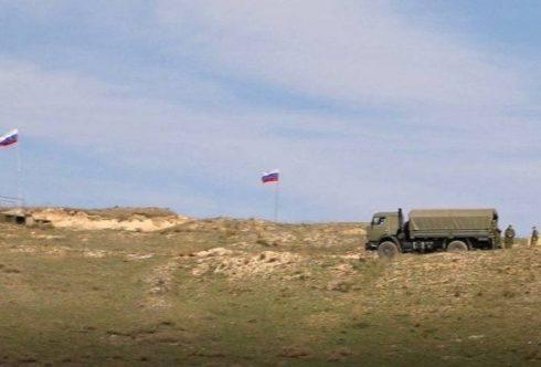 Средство от нападения: Военные с флагами РФ появились на армяно-карабахской границе